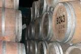 酒井ワイナリーは、機械や薬に頼らない伝統的なワインづくりをしています。手作業での無ろ過、樽熟成にこだわり生詰めすることで、ブドウ本来のフレッシュな自然な香りや甘味、旨味を引き出しています。