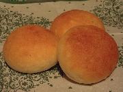 みがき玄米パンは、お米の天然酵母で焼き上げた、もっちりとした食感のパンです。