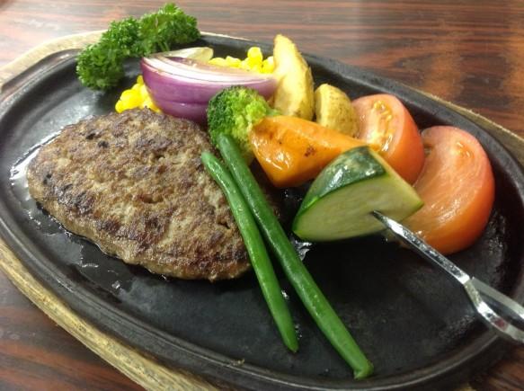 ハンバーグ&旬野菜のグリル:1500円(税抜)