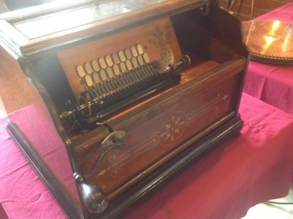 100年前のコンサートオルガン! アメリカ製! アコーディオンのような音色!
